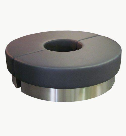 Specialdesignad sittpuff, diameter 150 cm, sitthöjd 44 cm. Varje del kan stå separat på sockel tillverkad i Aluminium finish, dolda beslag. Konstläder: Pisa från Nevotex Färg: nr 4021 mörkgrå