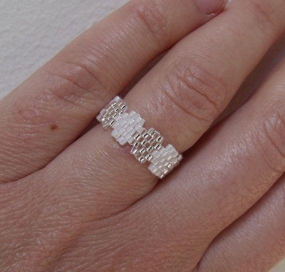 Anillo infinito en tonos de semilla blanca perla anillo