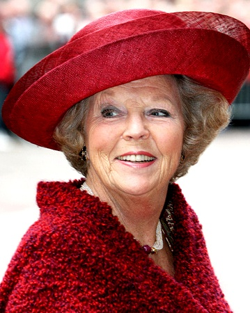 "Queen Beatrix | The Royal Hats Blog | Suzanne Moulijn also made hats for Queen Beatrix in the 1990s. After Scheltens retired, Beatrix turned to Moulijn for more of her millinery.  Moulijn's designs have a very recognizable style characterized by a combination of clean lines and rounded shapes as you can see here. I think this is the ""signature style"" you're referring to that we still see today."