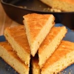 This Old-Fashion Cornbread is moist and delicious, and one slice is 144 calories! Enjoy this as a side to comfort food favorites! #healthyideas #cleaneating #lowcal