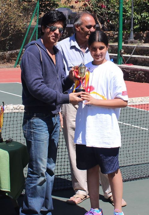 The #Bollywood Superstar #Shahrukh Khan is presenting the trophy to runner up of the under-14 tennis tournament. It happens only at Ravine hotel that celebrities also get involved in our activities.