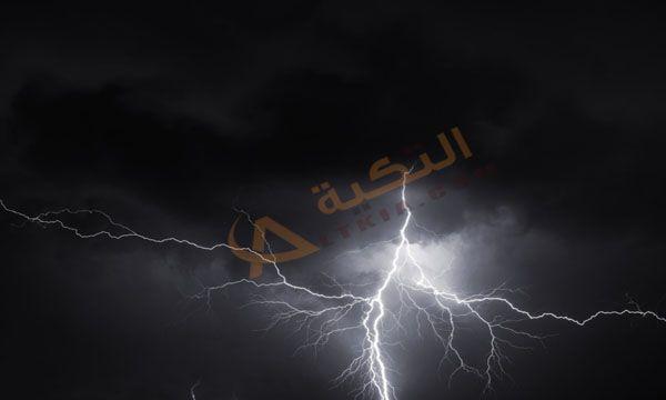 تفسير حلم صوت الرعد في المنام وهو الصوت الذي يرافق البرق في الشتاء ومع سقوط الأمطار وهو يأتي نتيجة الزيادة في الضغط ودرجة الحر Neon Signs Movie Posters Poster