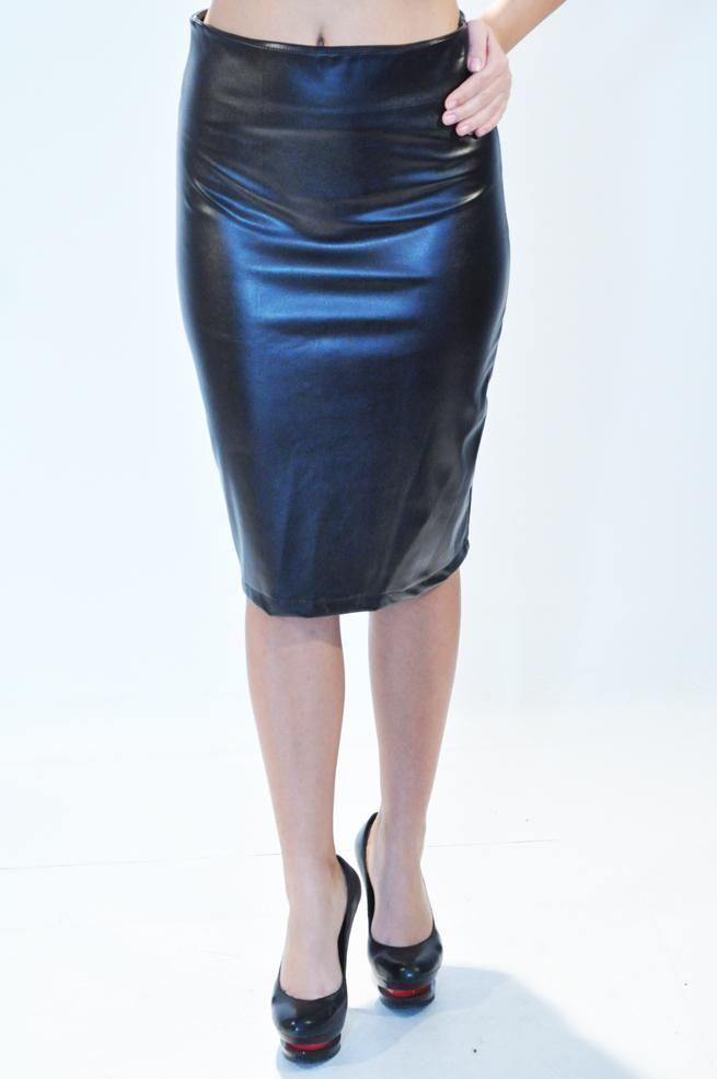 Fusta Dama All Latex  Fusta dama din latex, eleganta, ce se muleaza frumos pe silueta.  Talie inalta, lungime medie.  Slit la spate, se inchide cu fermoar la spate.     Lungime: 58cm  Compozitie: 50%Poliester, 45%Vascoza, 5%Elasten