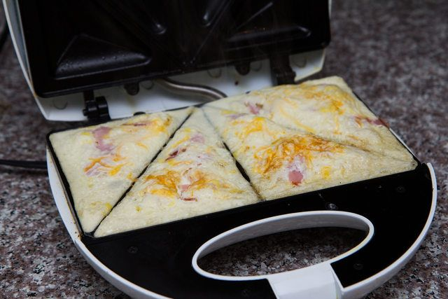 Uses for the Snackmaster Grill Sandwich Maker | eHow
