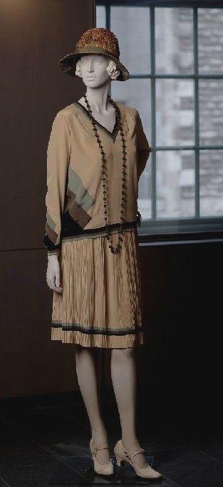 ~1927 Lucien Lelong Dress~    via http://www.mccord-museum.qc.ca/.