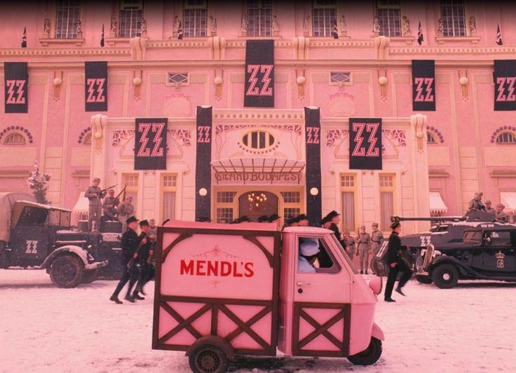 el color rosa predomina en el gran hotel budapest
