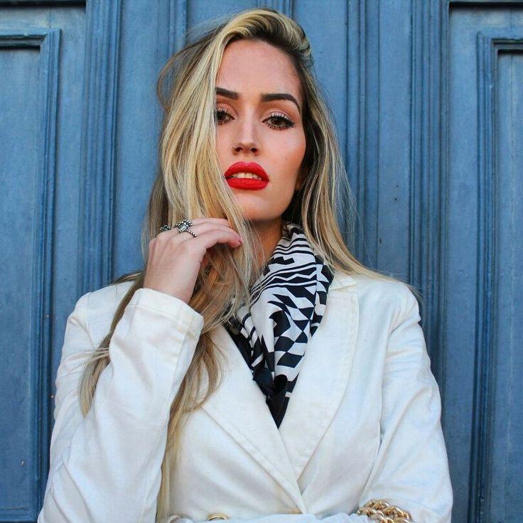Uma ótima dica de batom é esse vermelho da MAC, além de ter um tom lindo, dura o dia inteiro! É o feels so grand, batom liquido retro matte! O que acham?    Bazar roupas de blogueira  Www.lojaqueroseralice.com    #mac#maccosmeticos#maccosmeticsbrasil#maccosmetics#maccosmetic#makeup#maquiagem#maquiagemdodia#beauty#make#brasilinfluencerstyle#tonadacarolservulo
