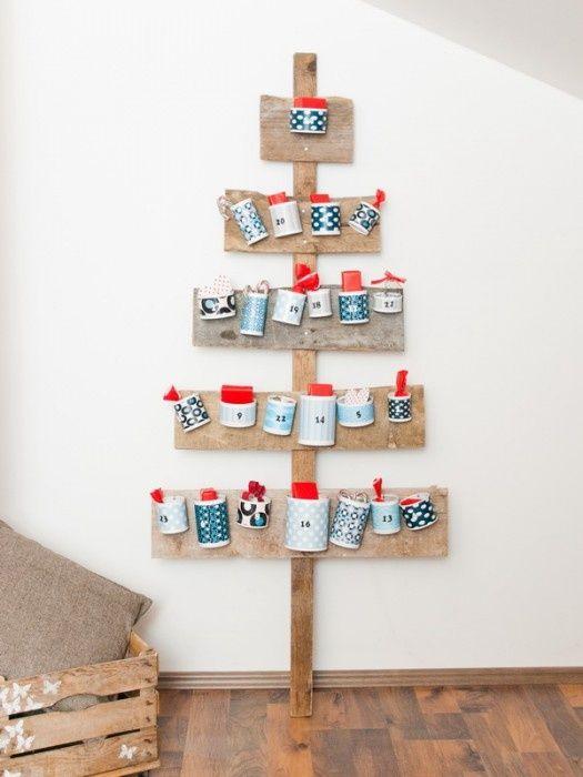 Regards et Maisons. Noël   advent calendar + alternative Christmas tree. sah-weet.