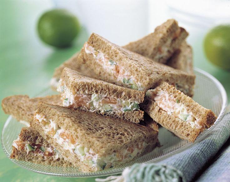 Mini sandwiches met zalm mierikswortel