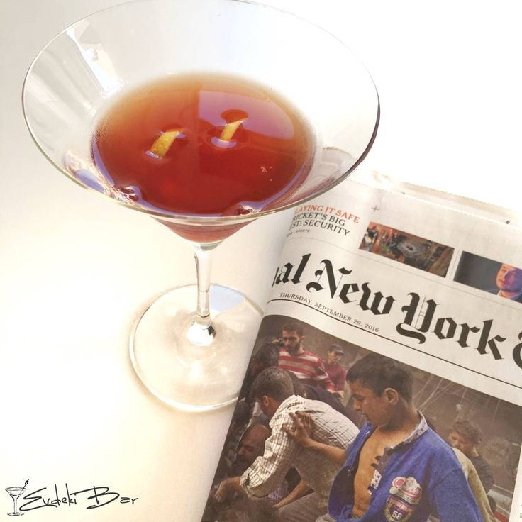 Pomegranate Manhattan bourbon viski, nar suyu, pudra şekeri, Angostura Aromatic Bitters #kokteyl #alkol #içki #cocktail #martini #pomgranate #manhattan #içki #drink #mixology #mixologist #tarif #viski #nar #bitters