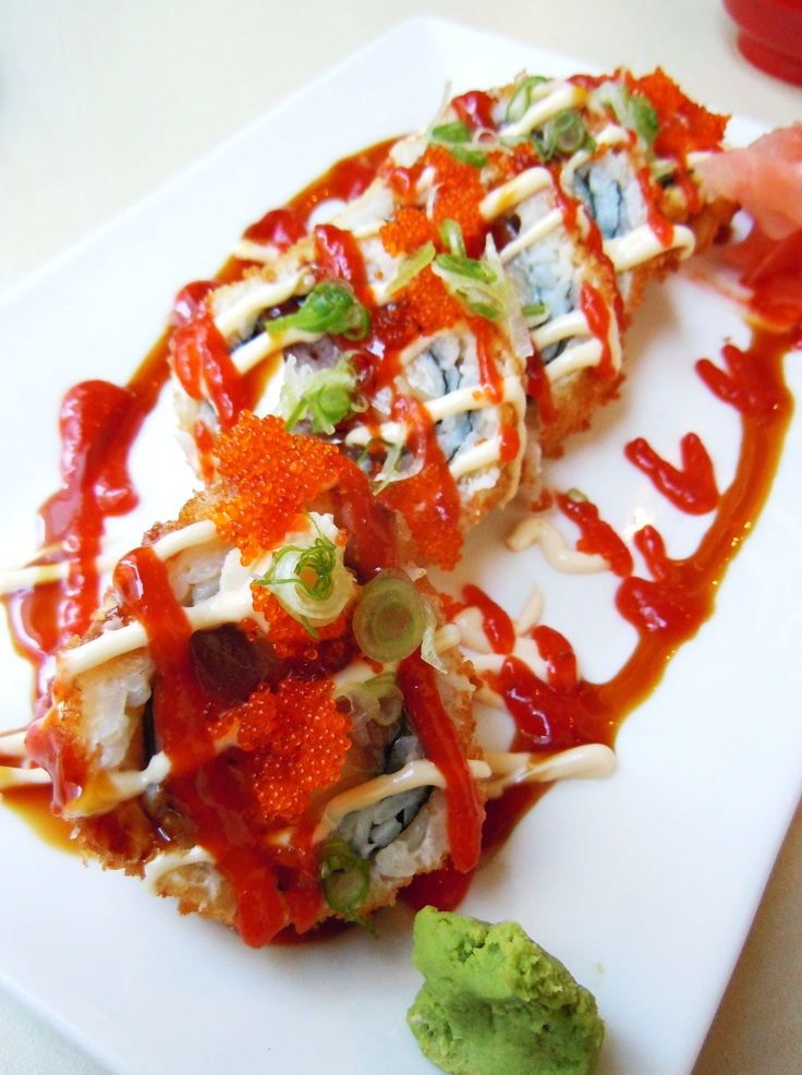 The Moscow Roll from Ginza in Toronto - salmon, tuna, cream cheese, green onion & more!