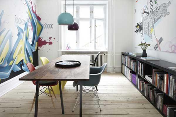 Эта квартира находится в Копенгагене и принадлежит художникам Кристине Эйвор (Christina Eivor), Валлему Хвимсу (Wallem Hvims) и Фредерику Лассен Хессельдалю (Frederik Lassen Hesseldahl). Общая площадь составляет около 93 квадратных метров. Разрисовыванием стен яркими и запоминающимися изображениями занимались сами хозяева.