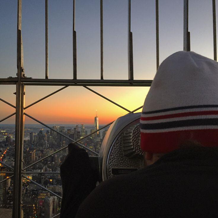 Essa é a vista do Empire State Building. Nossa dica é subir um pouco antes do anoitecer. Faça isso e você vai entender o porquê. 🇺🇸✈️🌆🗽