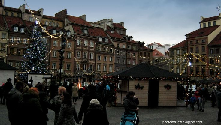 In the Old Town in Warsaw at Christmas. From photowarsaw.blogspot.com