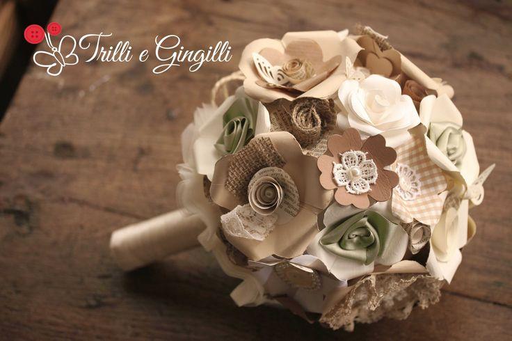 Bouquet sferico di carta dai toni neutri stile country-chic con juta, perle, pizzo e bottoni - www.trilliegingilli.com - info@trilliegingilli.com (bouquet alternativi, particolari, originali)