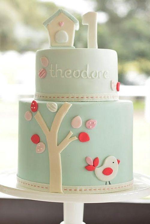 tarta azul con pajarito Delicadas tartas de cumple en rosa y azul para niño o niña...