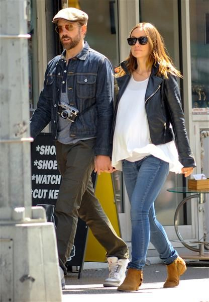 Jason Sudeikis strolled with his very pregnant lady love Olivia Wilde. See more sweet couples on Wonderwall: http://on-msn.com/1h6ito7
