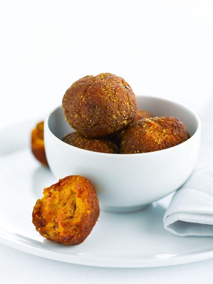 Bereiden:Maak de pompoenpasta:Verwarm de oven voor op 170°C. Leg de pompoenpartjes in een ovenschaal. Besprenkel met olijfolie en strooi er wat grof zeezout over. Doe de knoflookteentjes en de tijm erbij. Zet ca. 40 minuten in de voorverwarmde oven. Controleer of de pompoen gaar is door er met een mes in te prikken.