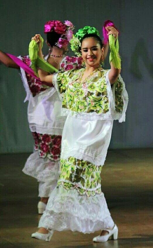 Beautiful Yucatan Folklorico Dancers