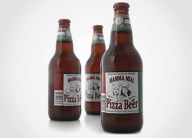 Cerveja de Pizza!    Quando o casal de Illinois, Tom e Athena Seefurt resolveram em 2006 criar uma cerveja que combinasse perfeitamente com sua comida preferida, pizza, nasceu a Mamma Mia Pizza Beer. Esta SHV, sem estilo definido, leva em sua fabricação alho, tomate, cebola, orégano e manjericão. Com seus 4,6% de teor alcoólico, e carbonatação alta, seu aroma é exatamente o que deveria ser: de pizza. A coloração é opaca e avermelhada, e o sabor bem refrescante. Se não fosse bebida, seria…