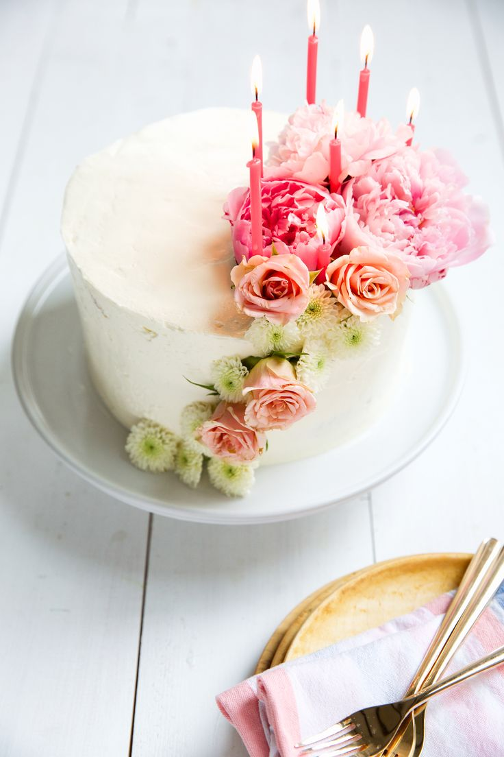 Video to see how to perfectly frost a layer cake