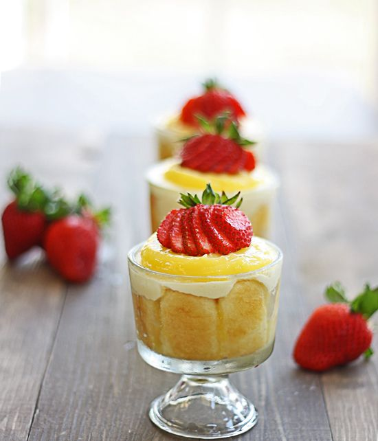 Lemon Tiramisu {with homemade lemon curd} ~ what an elegant dessert perfect for the upcoming summer months! <3