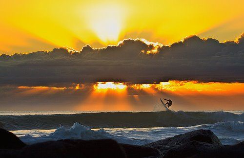 Awesome picture of a Surfer at sunrise. Gold Coast, Australia #SurfersParadise