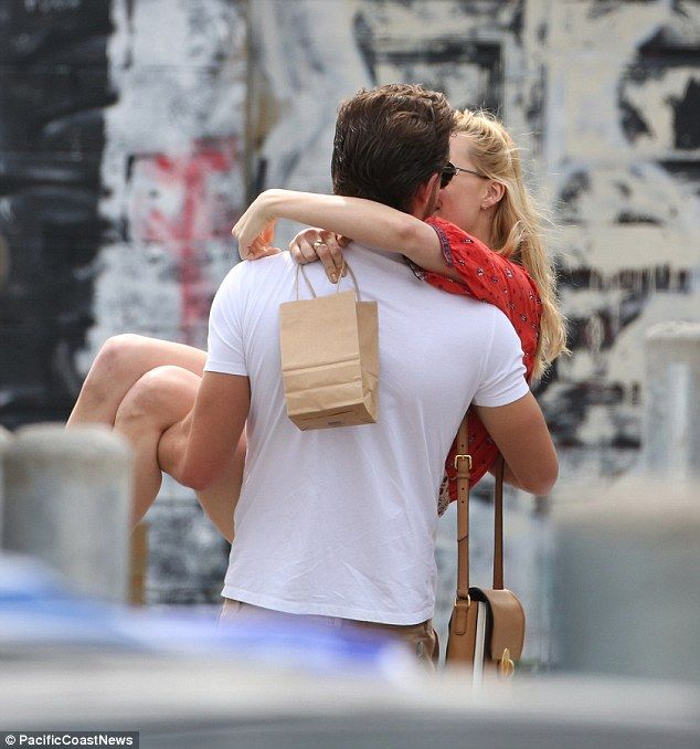 Margot Robbie goes into PDA overdrive with boyfriend Tom Ackerley #dailymail