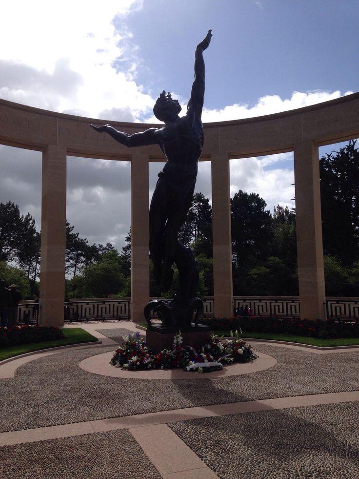 Cimetière américain de Colleville-sur-Mer - TripAdvisor.statue centrale.