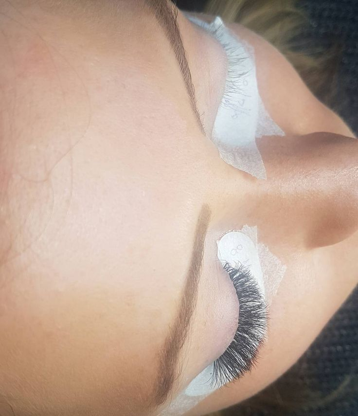 With or without? Ofcourse with #GoldnLilacLashes ❣ Voor & Na Wimperextensions #eyelashextensions #lashextensions #wimperextensions #volumelashes #russianvolume #lashaddict #lashlover #lashmaker #lashstylist #wimpers #wimperextensionsdenhaag #wimperextensionsrotterdam