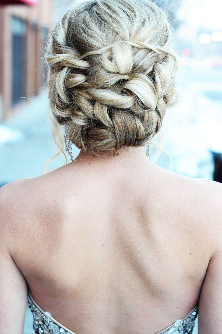 peinado recogido hacia atrás