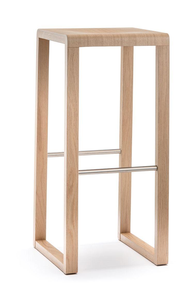 Brera Barhocker 388 von #Pedrali  ab 261,00 € BRERA Barhocker von Pedrali R&D mit Gestell aus massiver Eiche mit Fußstütze aus Edelstahl. Der Barhocker ist in drei verschiedenen Ausführungen erhältlich, wählen Sie zwischen - Eiche gebleicht  - Eiche Wenge gebeizt - hellgrau gebeizt. #Massivholzmöbel #Vollholzmöbel