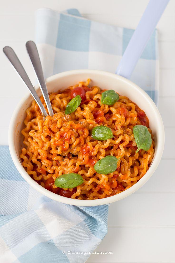 Italian food: Pasta allo Scarpariello, ricetta campana, fusilli lunghi