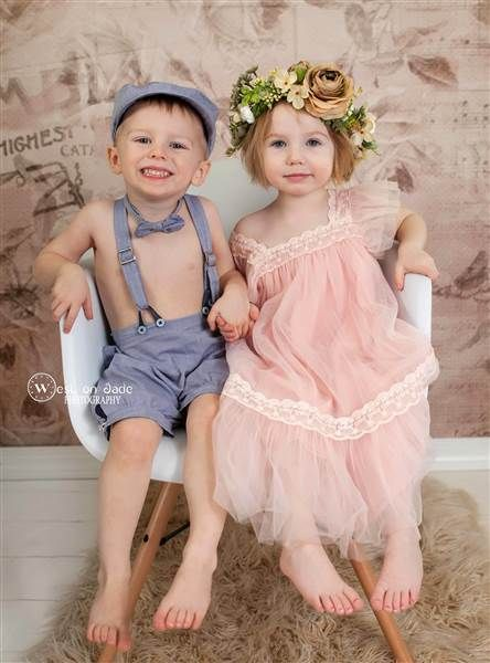 Check this out! via @AOL_Lifestyle Read more: https://www.aol.com/article/lifestyle/2017/02/17/adorable-photo-of-family-of-twins-goes-viral/21716506/?a_dgi=aolshare_pinterest#fullscreen