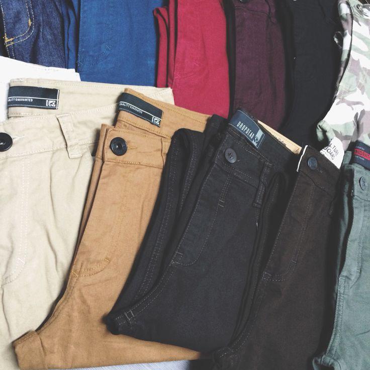 Chegou muita opção de calça na loja! De sarja (várias cores), camuflada e jeans. Variedade em marcas e modelagem, skinny, super skinny ou confort, só colar na Penha ou acessar ️www.skalojavirtual.com.br #skaskaterock #skalojavirtual #atitudeacimadetudo #novidades #calça #calçaskinny #calcasarja