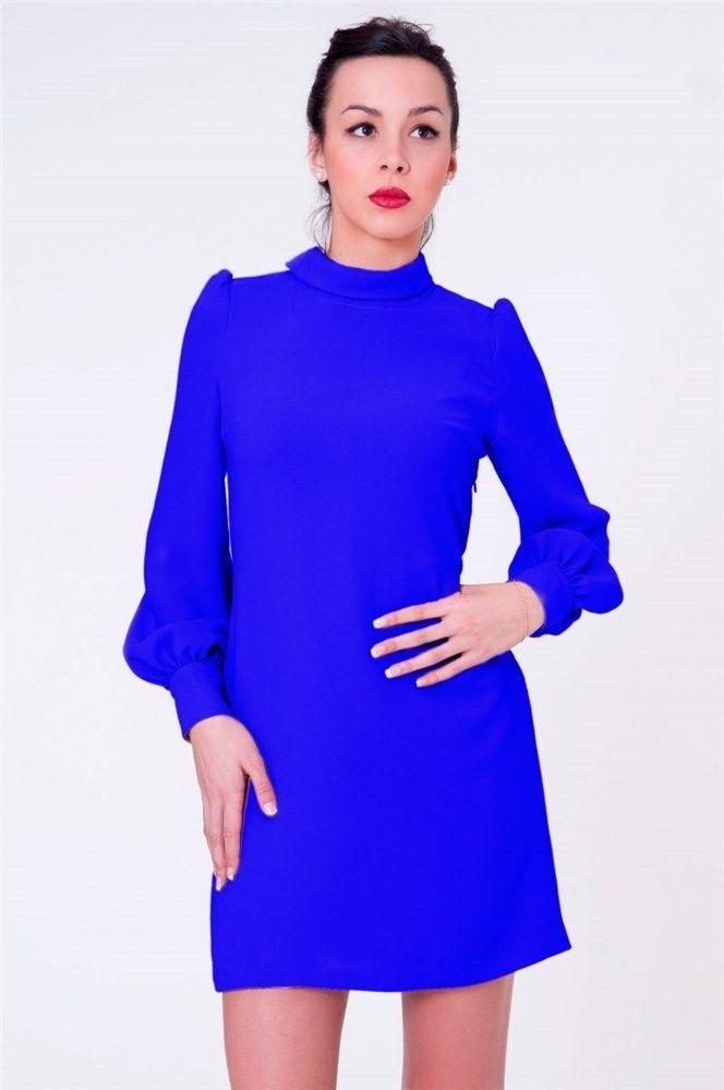 En azul klein, vestido corto de manga larga de Blancaspina. A la venta en Apparentia (Precio: de 165,00 € a 123,75 €)