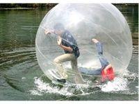 Water walking ball. Vises frem på minimessen. Gå på vannet med oppblåsbare vannballer! I en water ball kan barn og voksne til å løpe og, rulle seg rundt oppå vannet uten å bli våt. Det er rett og slett utmattende moro for alle aldre. Brukes i svømmebasseng, oppblåsbare bassenget eller der det er vann. Water balls er kanskje den største trenden vann sport aktiviteter på verdensbasis akkurat nå og er populær underholdning for alle aldre