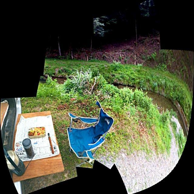京都の大学、前期のお弁当は曇り空なので静原のせせらぎの音を聴きながら頂きました。 この風景とも9月の後半までサヨナラです。 - 22件のもぐもぐ - おっさんのピクニック・ランチ‼ by giacometti1901