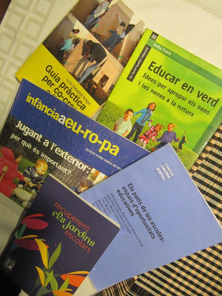 A continuació trobareu una relació d'articles, llibres i altres materials relacionats ambels infants, la natura i els espais exteriors com a espais educatius.  Ritscher, Penny. El Jard…