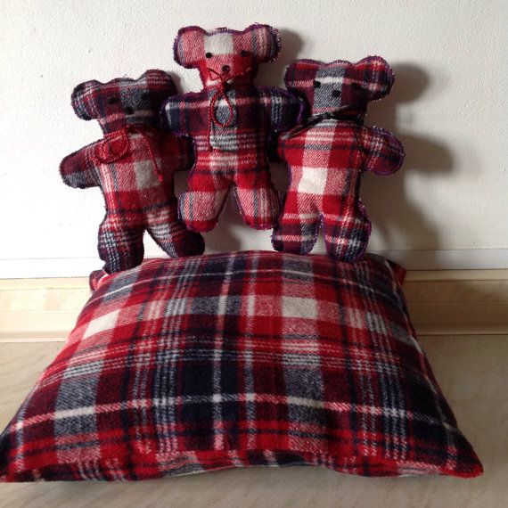 Small teddy bears  3  with matching cushion/pillow by got2weave