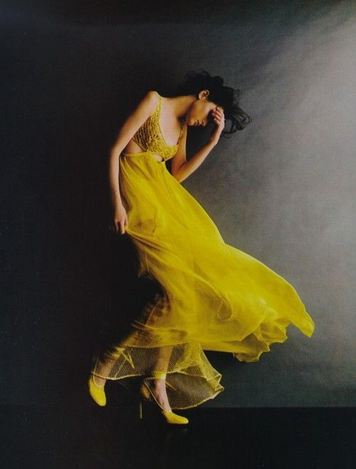 golden: Woman Fashion, Flowy Dresses, Dresses Up, Dresses Fashion, Yellow Dresses, Photography Poses, Fashion Photography, Fashion Women, Vintage Style