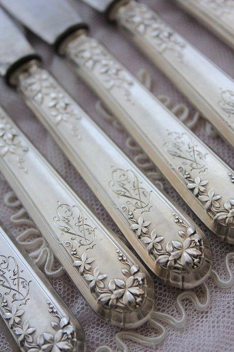 Silver knives, site won't translate Z