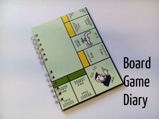 y si te quedo un pedazo del juego de monopolio, puedes animarte a hacer este cuaderno