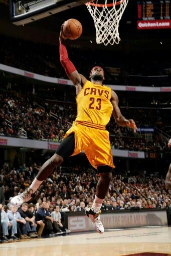 LeBron James Dunk it in