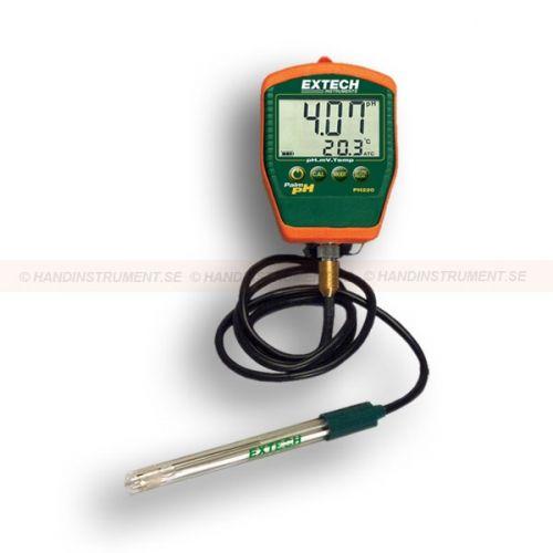 http://handinstrument.se/labbinstrument-r411/ph-matare-med-kabelelektrod-53-PH220-C-r35365  pH-mätare med kabelelektrod  Stor LCD visar pH eller mV och temperatur samtidigt  Mikroprocessor möjliggör automatisk igenkänning av buffert  Lagrar 25 avläsningar  Automatisk temperaturkompensering  Enheten är helt vattentät när elektroden är ansluten till mätaren  Indikator för låg batterinivå och automatisk avstängning  Inkluderar kabel pH-elektrod, skyddshölster, pH buffertar och 9V...