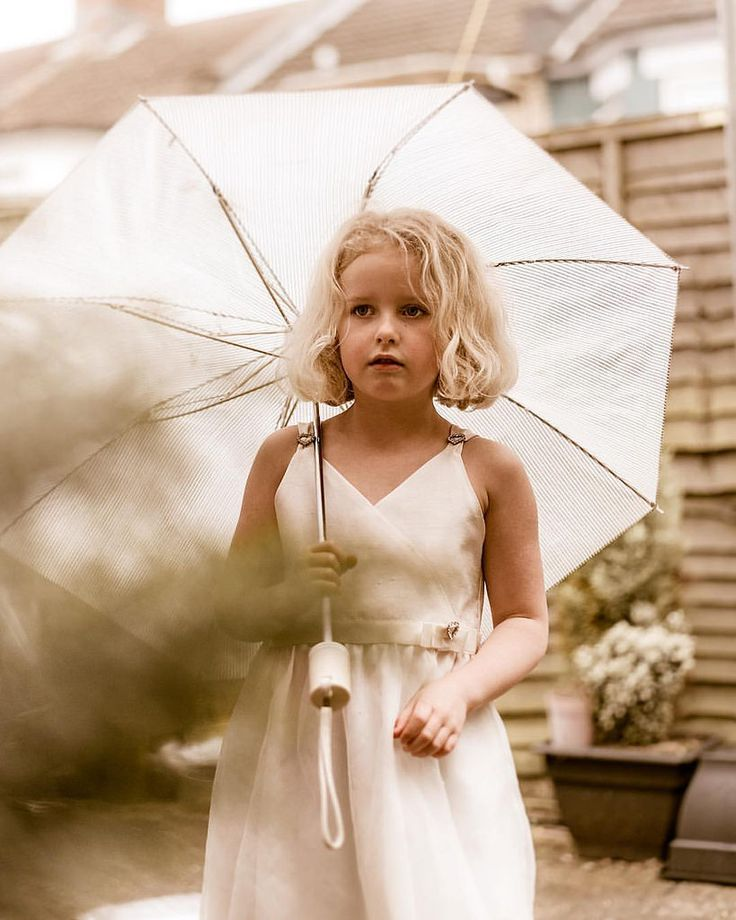 could not resist, princess & umbrella, winning combination, but Tamaras everyday outfit ❤️ - - - #nikonphotography #letthembelittle #candidchildhood #bournemouthfamilyportraits #portrait #familyportrait  #lobk #lobk_ #loveourbigkids #bournemouthphot