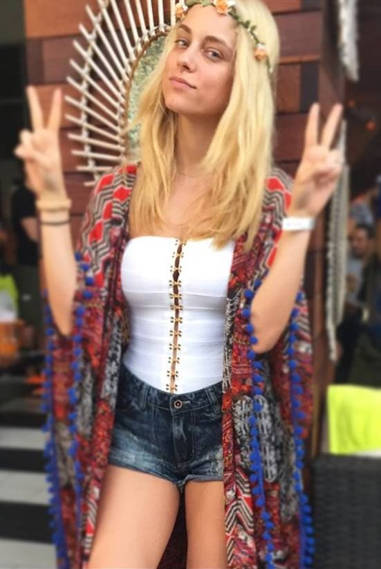 Hello April, Peace & Love! @pinkwomanofficial <3 ‪#‎flowerpower‬ ‪#‎backstage‬ ‪#‎seventies‬ ‪#‎inspiration‬ ‪#‎spring‬ ‪#‎mood‬ ‪#‎pinkaboutit‬ ‪#‎ootd‬