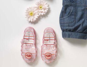 #sandalettes de #plage en #plastique - Collection #chaussures printemps été 2014 - www.vertbaudet.fr