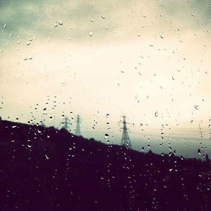 Οι σταγόνες της βροχής.. και εγώ καρφωμένος στο παράθυρο! #arine #photo #26_01_2014 #rain http://ow.ly/sYwST