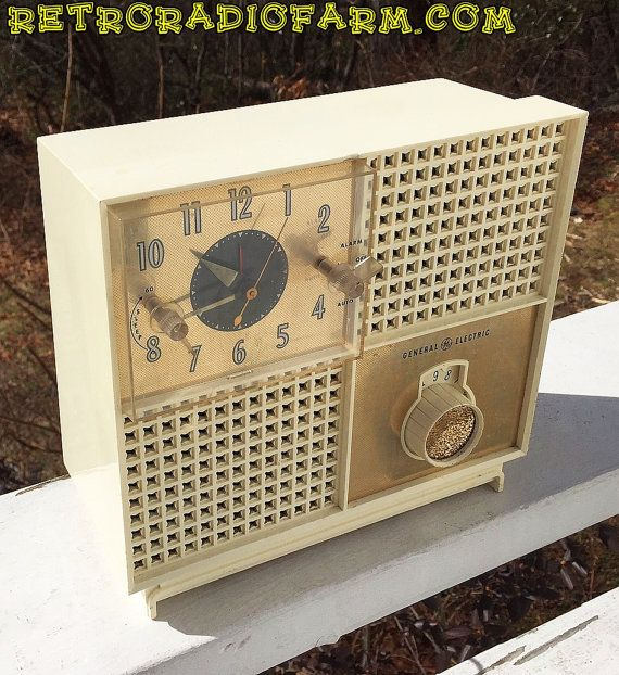 BLUETOOTH MP3 Ready Mid Century Modern Miracle by RetroRadioFarm